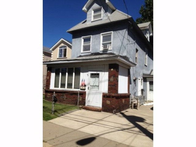 2 BR,  1.00 BTH  Colonial style home in Port Richmond